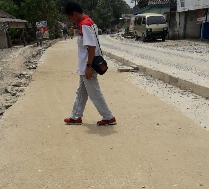 LAMPUNG POST | Jalan Rigid Beton Sukoharjo ke Lampung Tengah Sudah Mengelupas