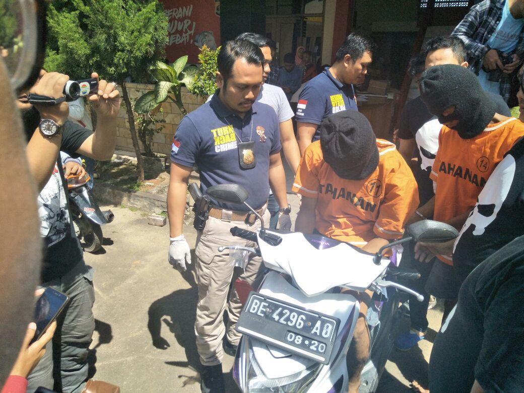 Beberapa Jam Usai Menjambret, Dua Pelaku Ditangkap Tim Tekab 308 Polresta