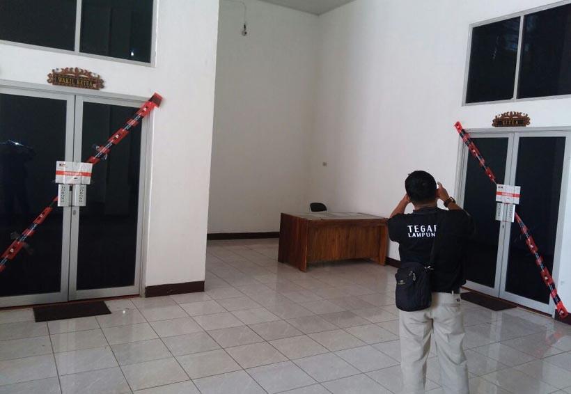 4 Ruang DPRD Lamteng Disegel KPK