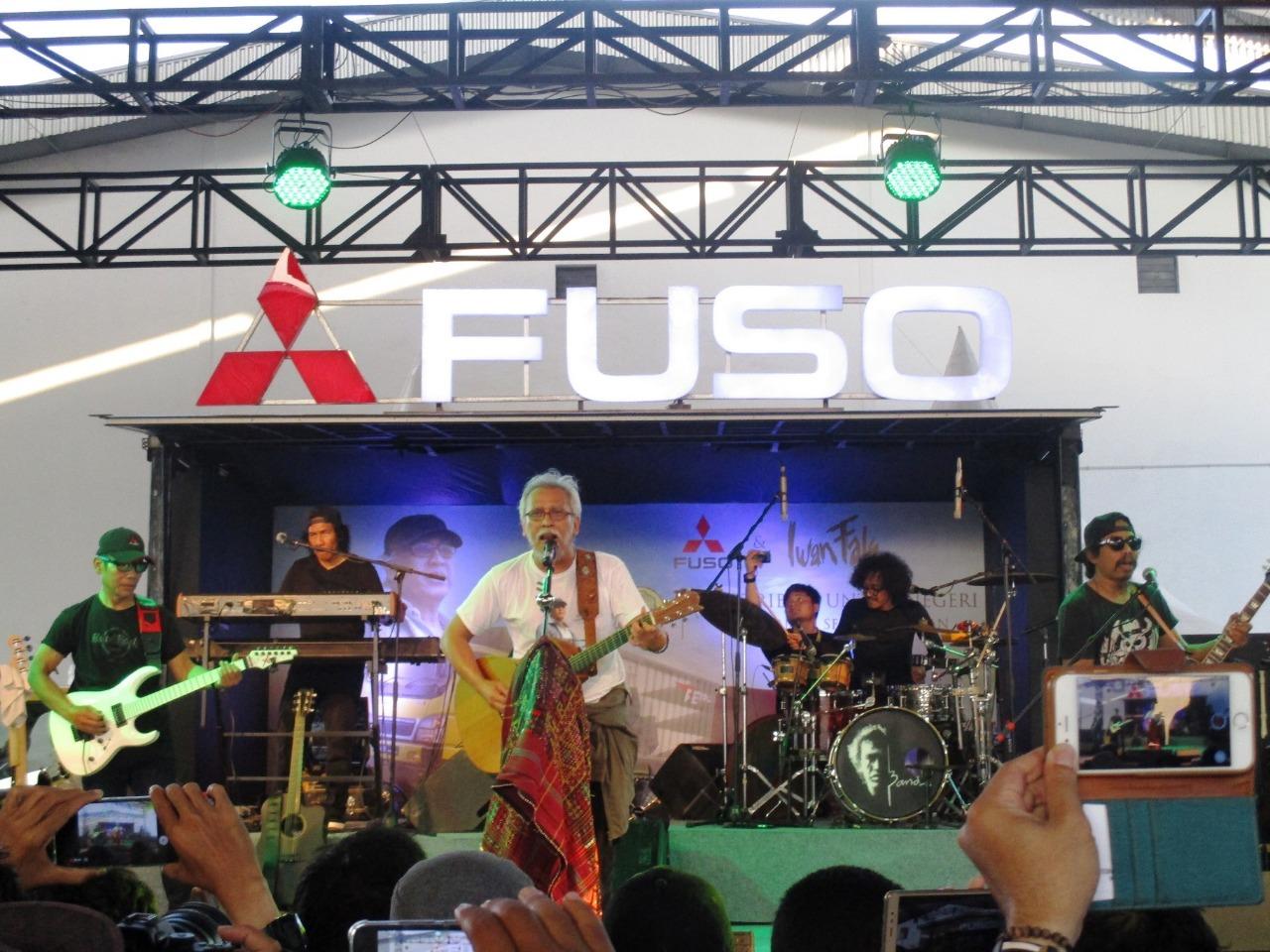 LAMPUNG POST | Rangkaian Roadshow Mitsubishi Fuso dan Iwan Fals Berakhir di Medan