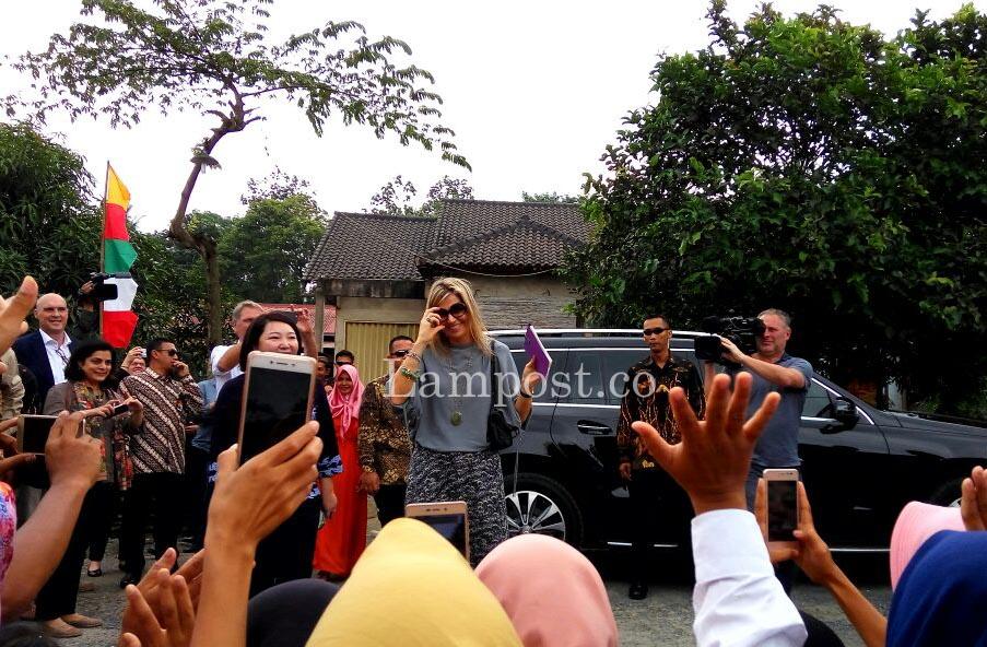 Ratu Belanda Sambangi Petani Jagung di Lamsel
