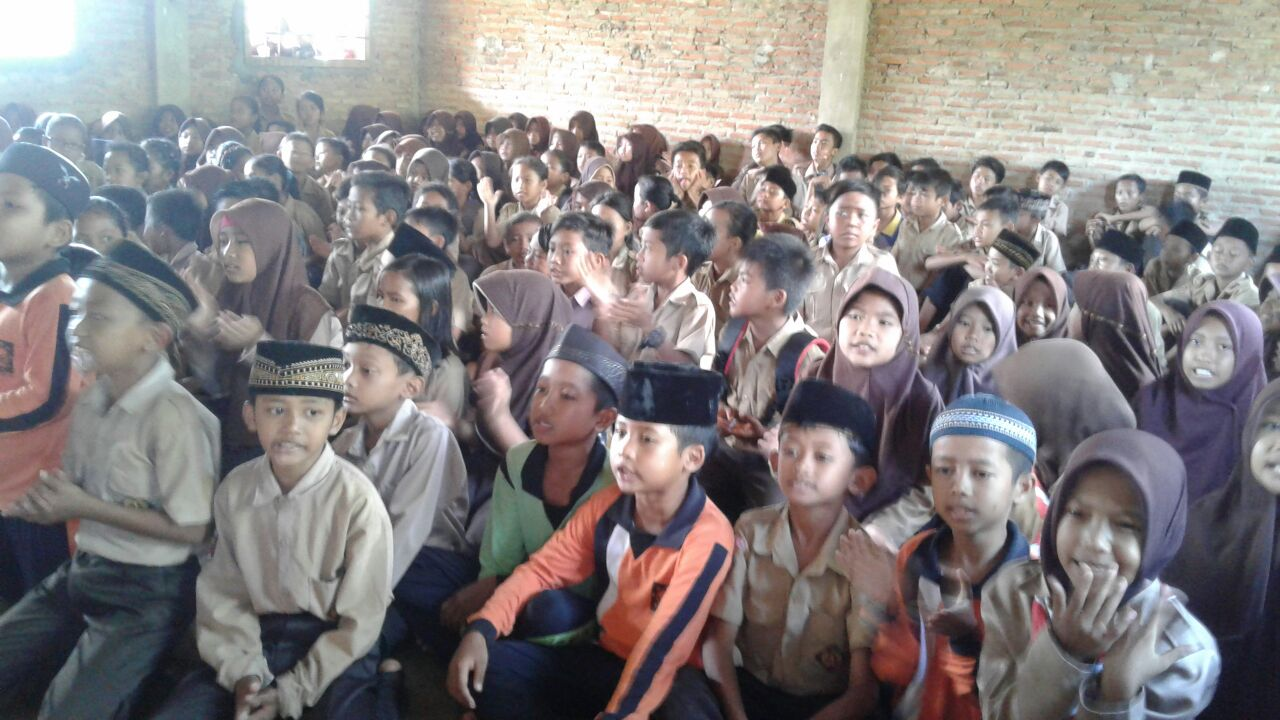 LAMPUNG POST | Semangat Belajar Siswa di Tengah Keterbatasan Gedung Sekolah