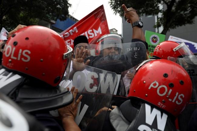 LAMPUNG POST | Menhan Malaysia: Militer Siap Bela Warga Palestina