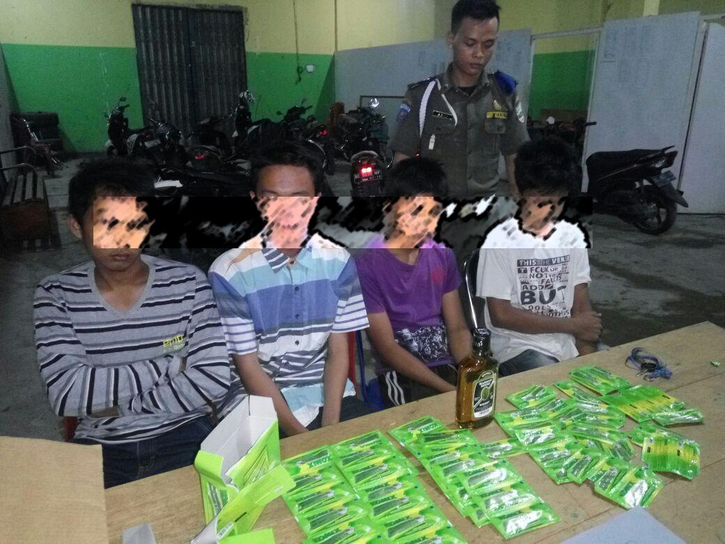 LAMPUNG POST | Satpol PP Pesisir Barat Amankan 6 Remaja dalam Razia Pekat