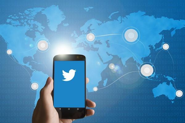 LAMPUNG POST   Twitter Uji Night Mode Otomatis