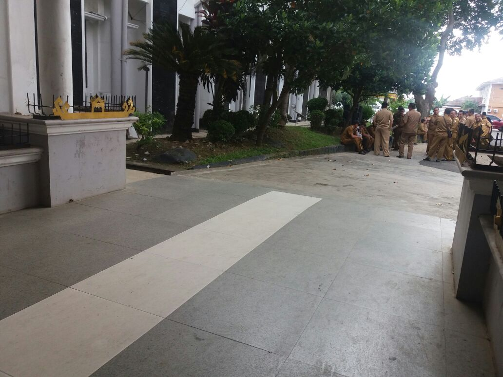 Sejumlah Kepala Desa Lampura Datangi Kantor Pemkab Tuntut Janji Pencairan Dana Desa