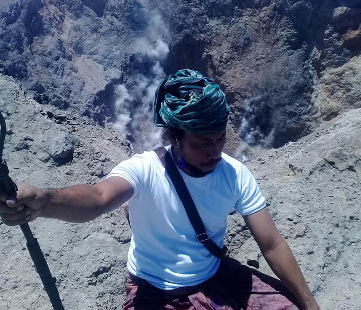 LAMPUNG POST   Nekat Naik ke Gunung Agung, Video Pria Ini Gegerkan Warga Bali