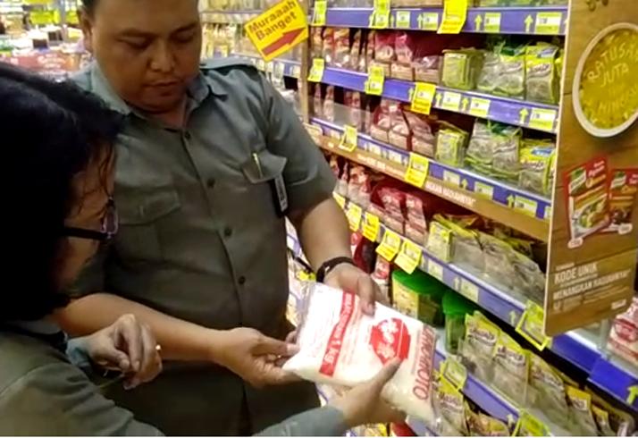 LAMPUNG POST | Sidak, BPOM Bandar Lampung Temukan Produk Bermasalah