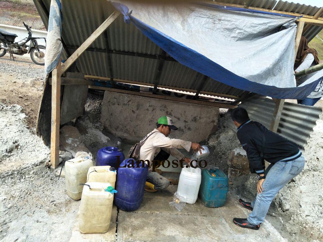 LAMPUNG POST | Ratusan Warga Krisis Air Bersih, Diduga Akibat Pembangunan Jalan Tol