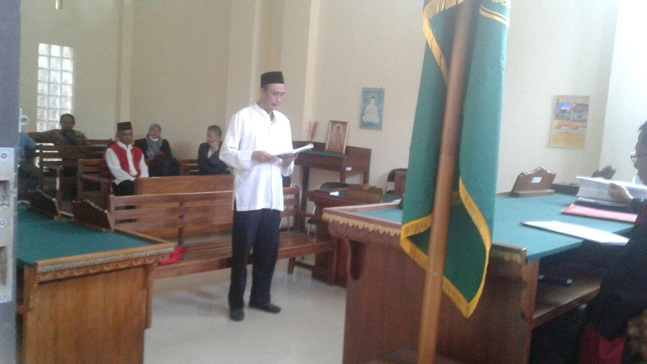LAMPUNG POST |  Sekretaris Partai Gerindra Menangis Dipersidangan