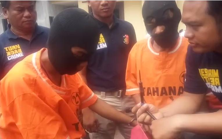 LAMPUNG POST   Tabrak Polisi, Dua Curanmor Dibekuk di Areal Sawit Natar