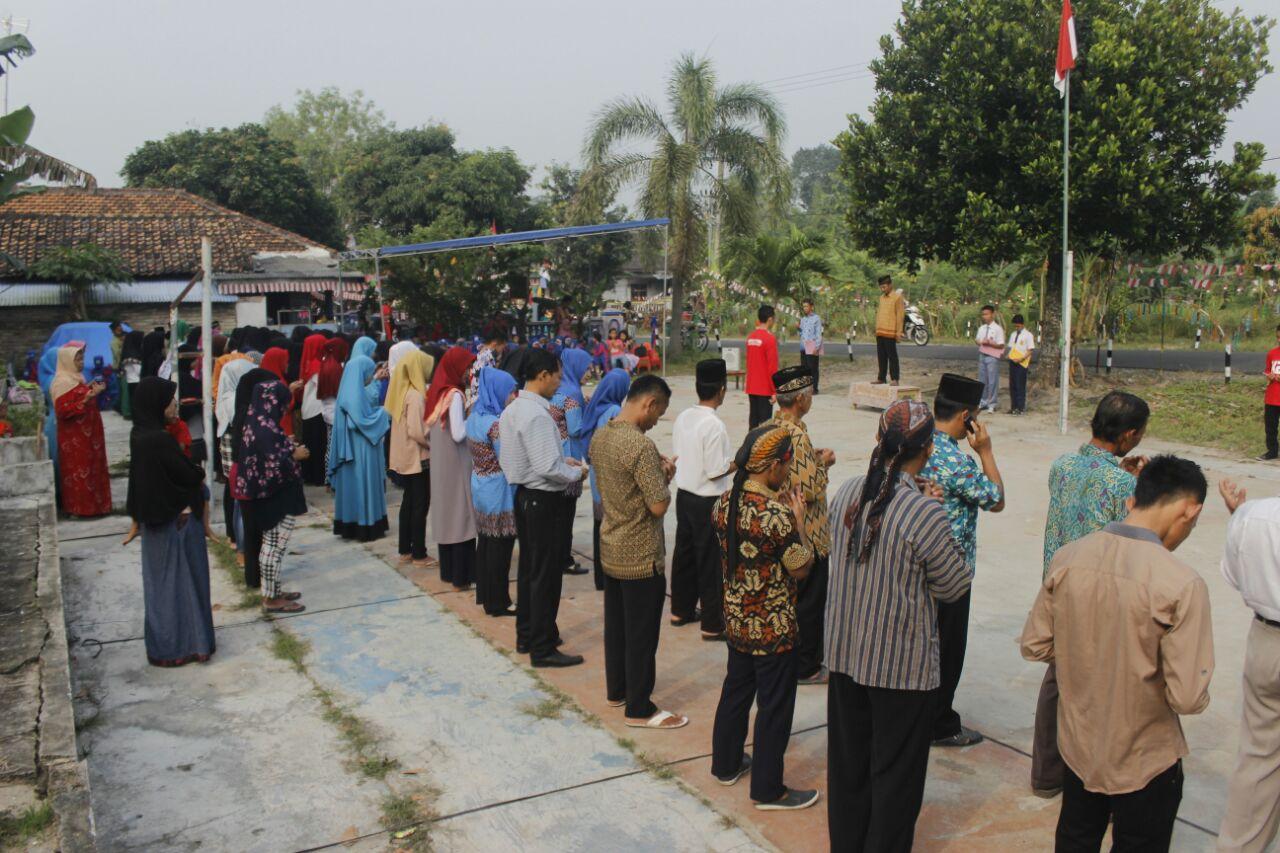 LAMPUNG POST   Tunjuķan Rasa Nasionalis, Warga Dusun Muarabadas Gelar Upacara Bendera