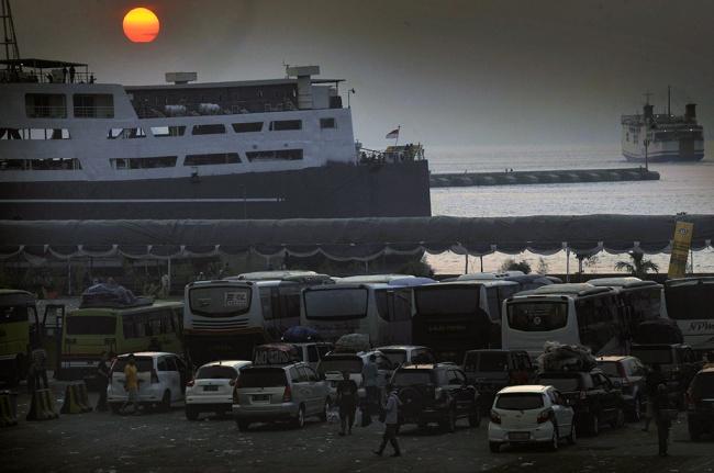 LAMPUNG POST |  Enam Dermaga Pelabuhan Merak Beroperasi saat Mudik