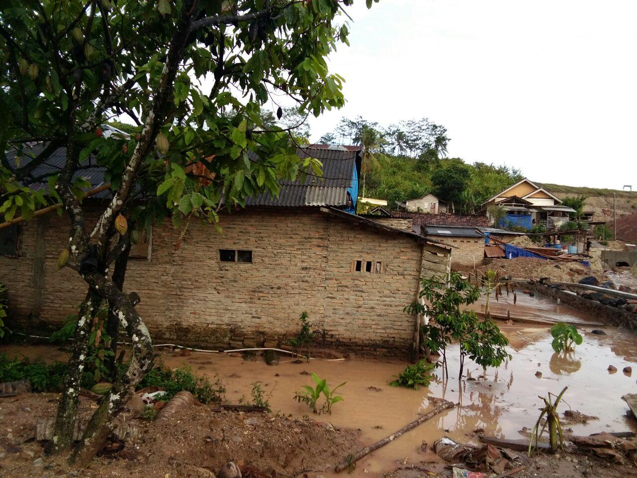 LAMPUNG POST | Banjir Rendam Rumah Warga di Penengahan, Lamsel