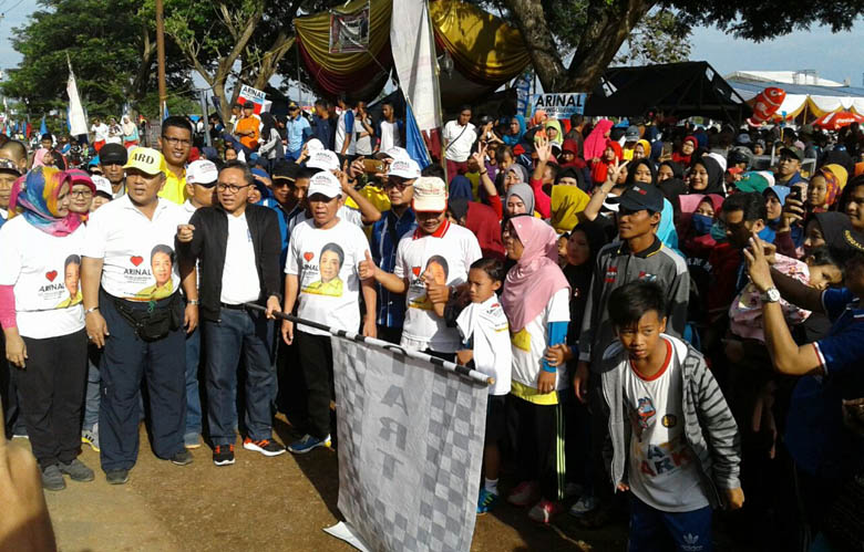 Ribuan Masyarakat Ikuti Jalan Sehat Arinal di Lapangan Sidototo