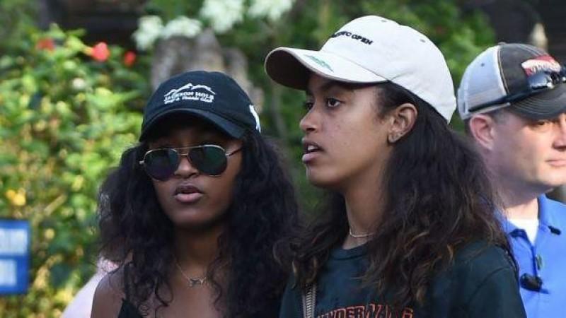 LAMPUNG POST | Malia dan Sasha Obama Main Air di Kolam Para Raja