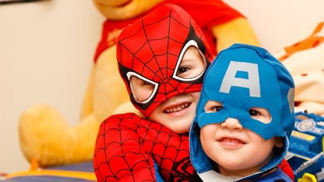 Benarkah Idolakan Superhero Bikin Anak Lebih Agresif?