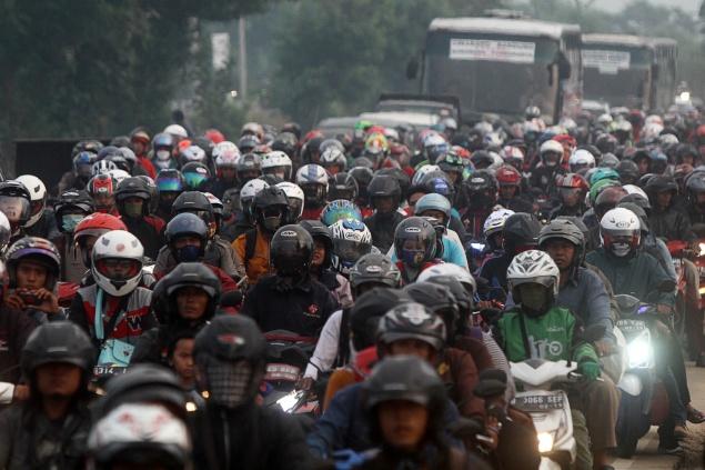 LAMPUNG POST | Ribuan Pemudik Terjebak di Jalur Arteri Bandung-Cileunyi