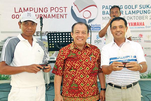 LAMPUNG POST | Indra-Santoso Terbaik  Turnamen Golf Lampost