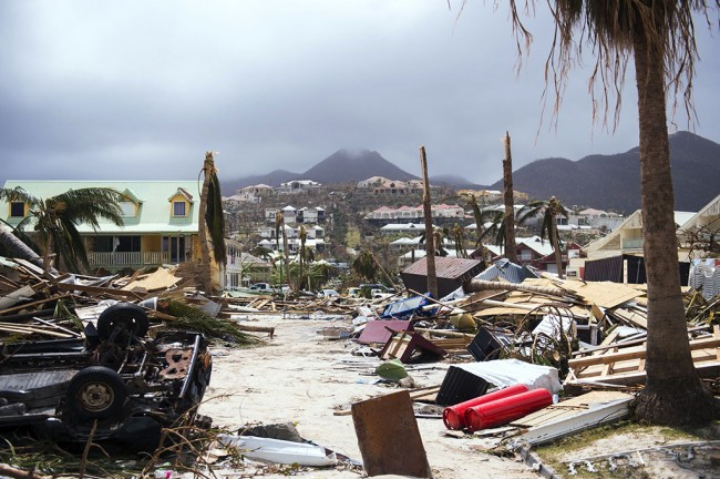 LAMPUNG POST | Hadapi Badai Irma, 5,6 Juta Warga Florida Mengungsi