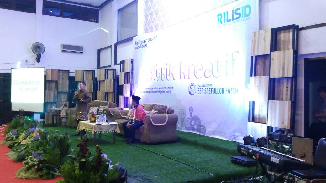 LAMPUNG POST | Lampung Segalow Diskusi Politik Bareng Eep Saefulloh