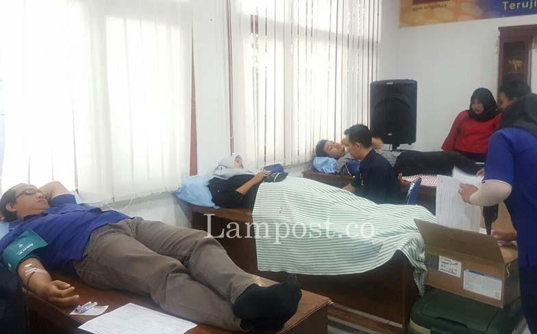LAMPUNG POST | Peduli Sesama, Lampung Post Kembali Gelar Donor Darah