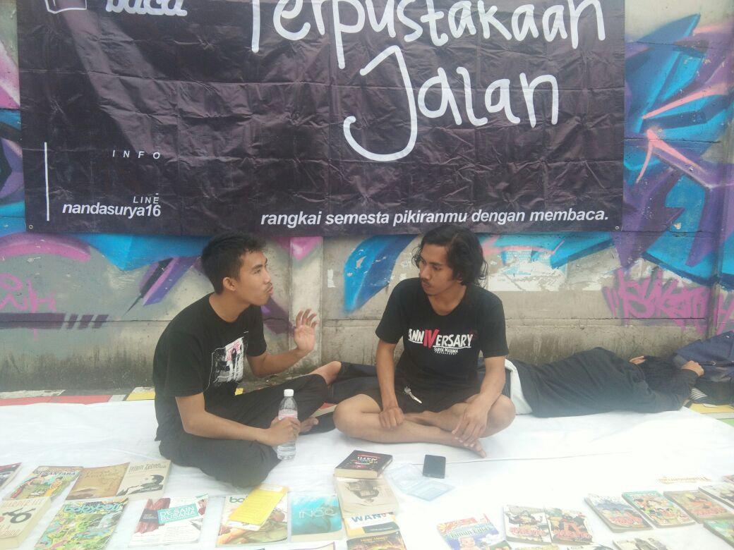 LAMPUNG POST |  Komunitas Budaya Tumbuhkan Minat Baca di Car Free Day
