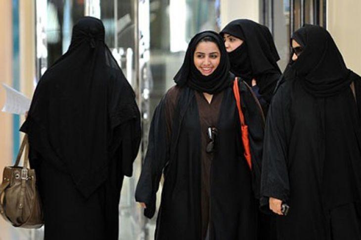 LAMPUNG POST | Akhirnya, Setelah Puluhan Tahun Perempuan Saudi Diijinkan Masuk Stadion