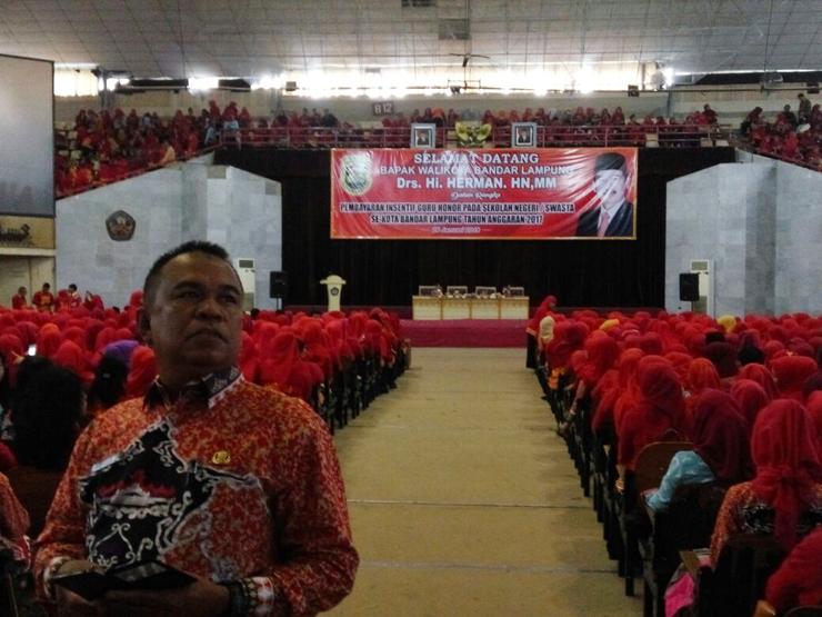 Ribuan Guru Honorer Bandar Lampung Terima Insentif