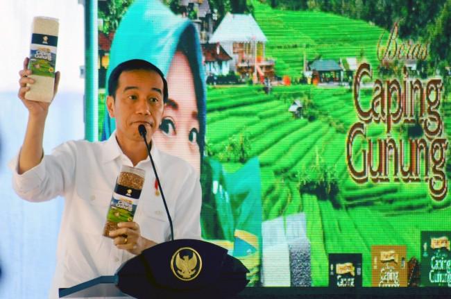 LAMPUNG POST | Jokowi akan Serahkan Rp7,1 Miliar untuk Pengungsi Gunung Agung