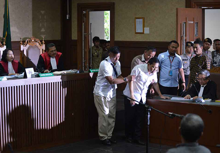 Bak Patung saat Ditanya Hakim, Ini Tingkah Novanto di Sidang Perdana