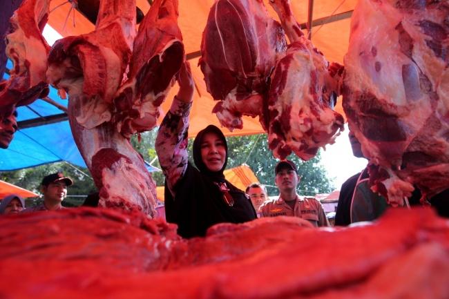 LAMPUNG POST | Harga Tinggi, Daging Sapi Tetap Dibeli Konsumen