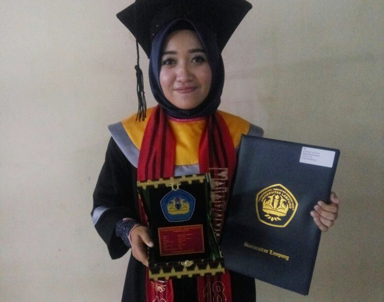Disiplin, Kunci Shinta Jadi Lulusan Terbaik Unila