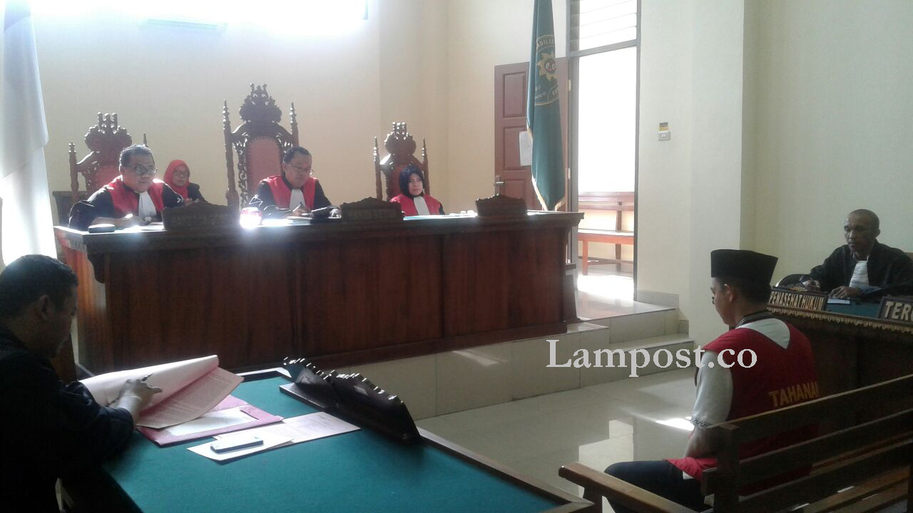 LAMPUNG POST | Penembak Sekretaris Kelurahan Dituntut 14 Tahun 8 Bulan Penjara