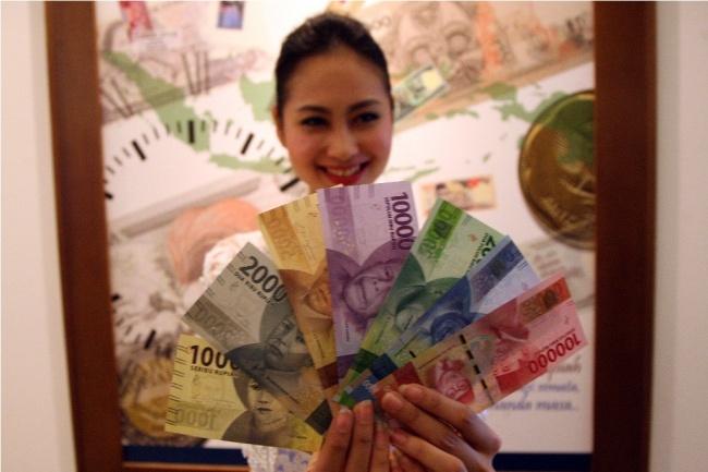 LAMPUNG POST   Rupiah Menguat Tipis ke Rp13.303/USD