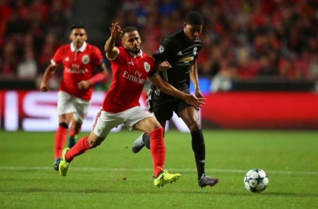 LAMPUNG POST | Kalahkan Benfica, MU Jaga Kesempurnaan