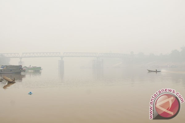 LAMPUNG POST   Tongkang Dilarang Melintasi Sungai Barito