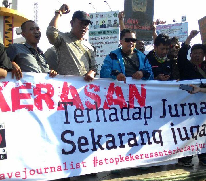 LAMPUNG POST | PWI Pesawaran Turut Dukung Aksi Damai Tolak Kekerasan Jurnalis