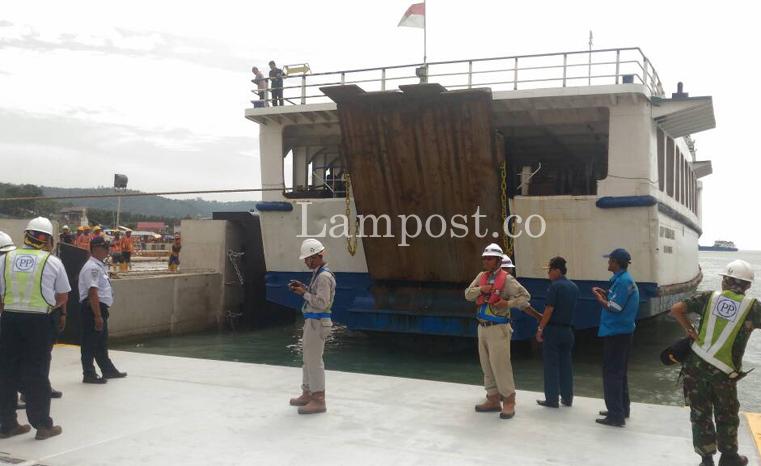 LAMPUNG POST | Uji Coba Sandar Kapal di Dermaga VII Bakauheni Sukses