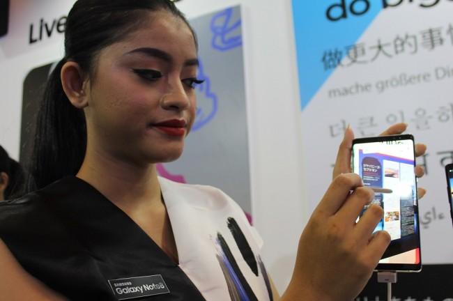 LAMPUNG POST | Samsung Masih Rajai Pasar Smartphone Premium di Indonesia