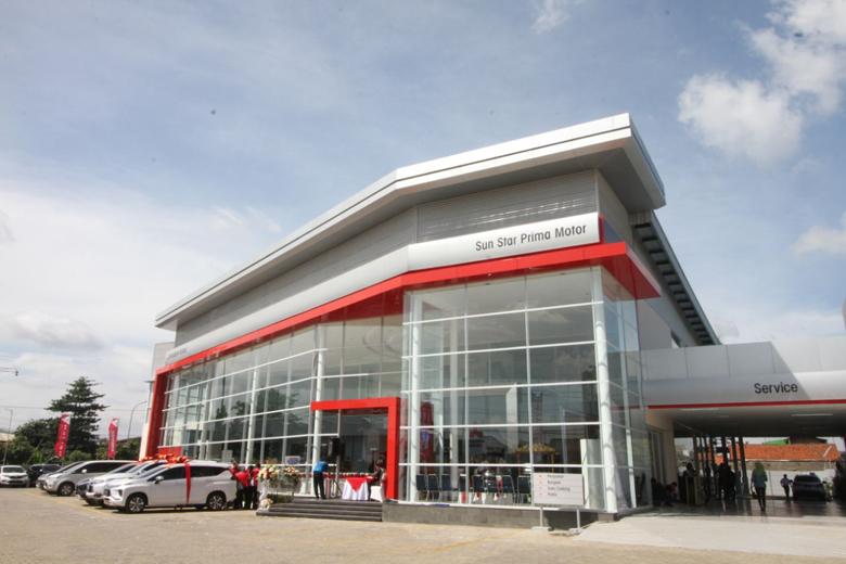 LAMPUNG POST | Perluas Jaringan, Mitsubishi Resmikan Diler Baru