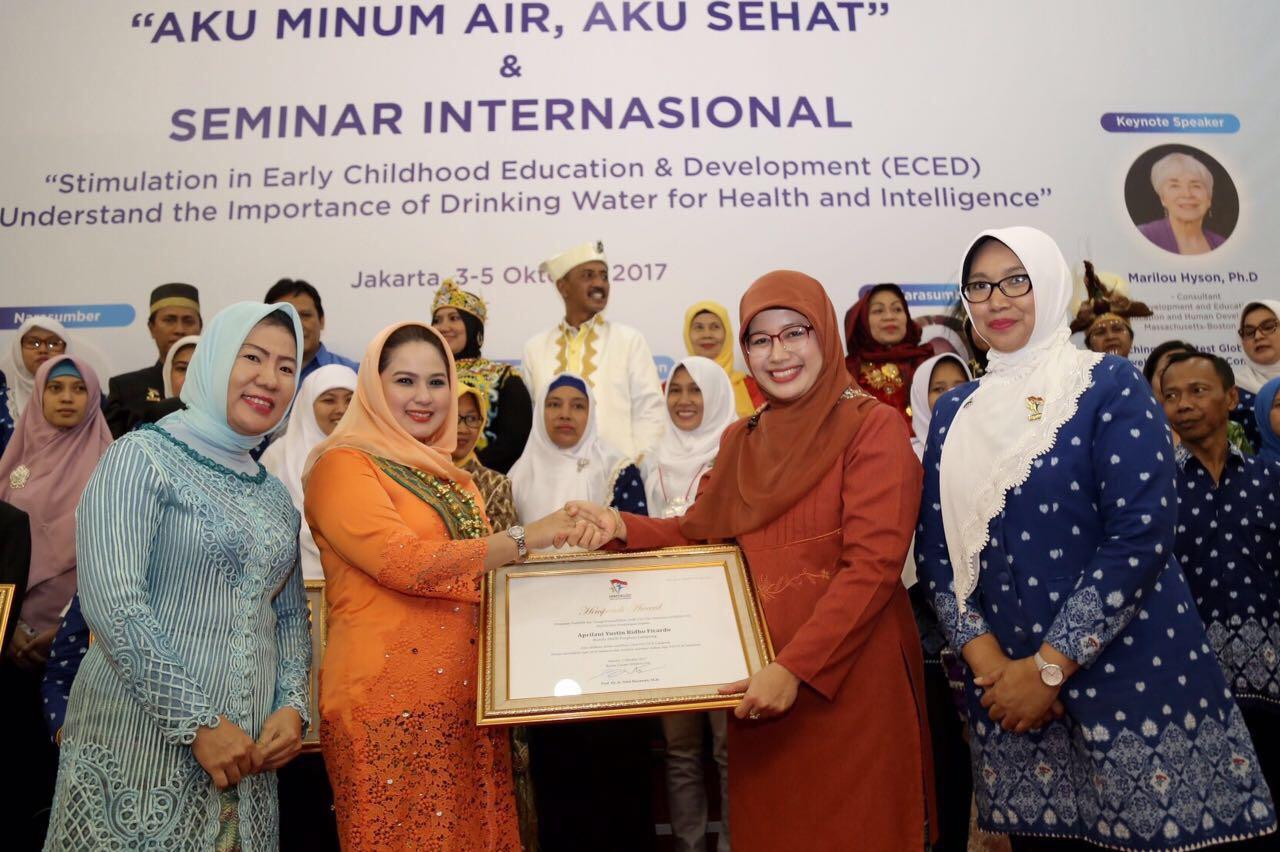 LAMPUNG POST | Bunda PAUD Lampung Raih Himpaudi Award