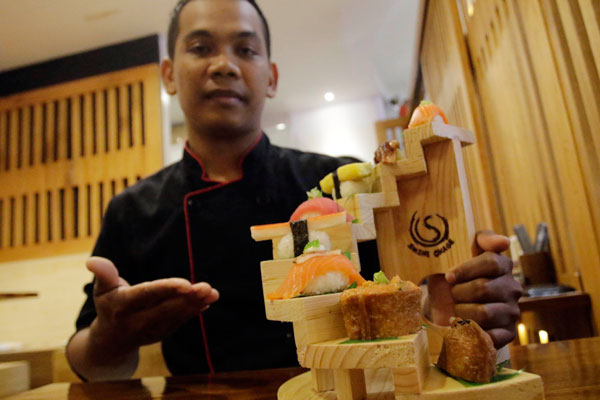 LAMPUNG POST | Kelezatan Bertingkat Sushi On Stage