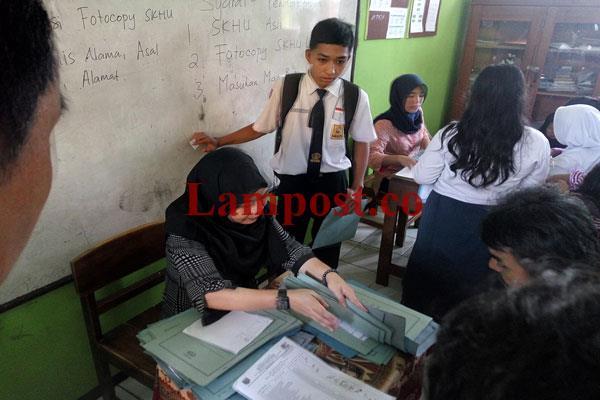 LAMPUNG POST | Daftar Ulang Calon Siswa SMKN Se-Bandar Lampung Rampung