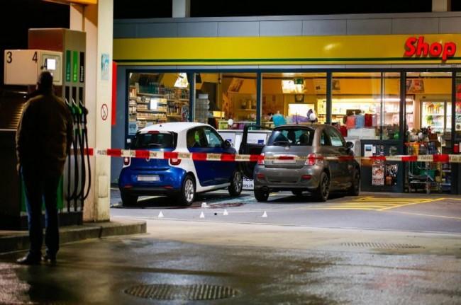LAMPUNG POST | Remaja 17 Tahun Bersenjata Kapak Mengamuk di Kantor Pos Swiss