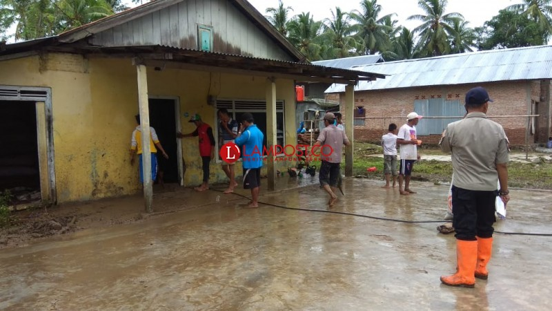 Akibat Banjir, Warga Pesisir Selatan Merugi Ratusan Juta