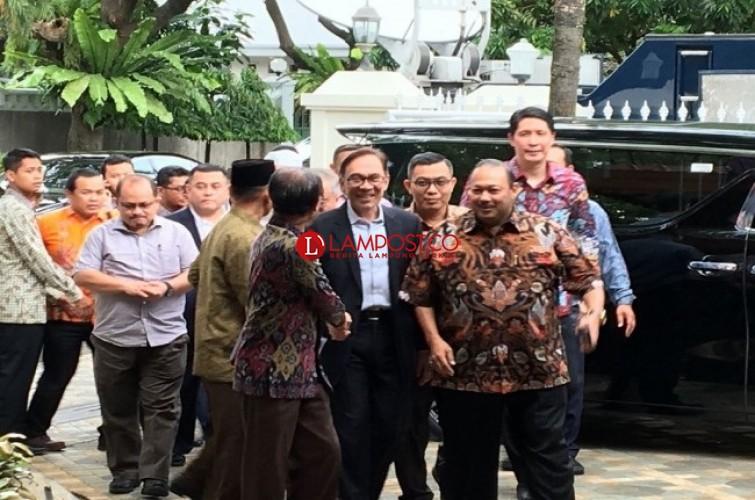 Anwar Ibrahim Temui BJ Habibie
