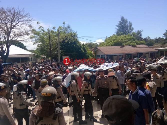 Apdesi Pesisir Barat Demo ke Kantor DPRD Setempat