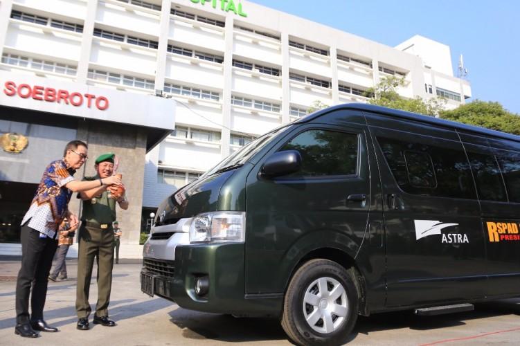 Astra Serahkan Bantuan 5 Unit HiAce ke RSPAD Gatot Soebroto