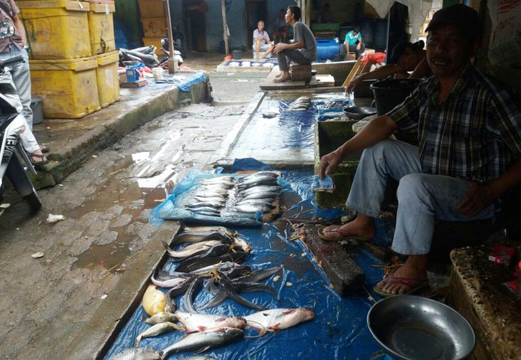 LAMPUNG POST | Pedagang Ikan di Pasar Central Kotabumi Keluhkan Sepi Pembeli